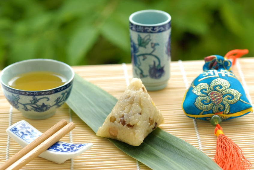 Green tea, a zongzi (rice cake) and sachet